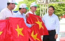 Tặng cờ Tổ quốc cho ngư dân Bà Rịa - Vũng Tàu