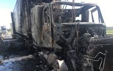 Đang lưu thông, xe container bất ngờ bốc cháy dữ dội