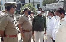 Ấn Độ: Đang cắt cỏ với gia đình, bị lôi xuống ruộng cưỡng hiếp và tử vong