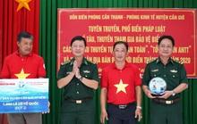 Ngư dân Cần Giờ nhận 1.000 lá cờ Tổ quốc