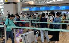 Sân bay Tân Sơn Nhất đón 405 người Việt từ Hàn Quốc