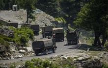 Trung Quốc, Ấn Độ điều xe tăng, máy bay, Mỹ đề nghị xoa dịu căng thẳng