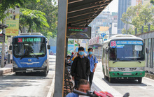 Xe buýt đang... lao dốc