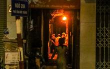 Cảnh sát mặc áo giáp, mang vũ khí truy bắt kẻ bạo hành dã man con gái 6 tuổi