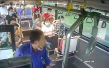 Xử phạt người đàn ông phun mưa vào nữ phụ xe buýt khi bị nhắc đeo khẩu trang