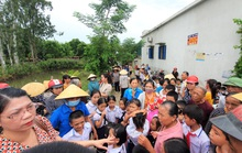 Không đồng tình sáp nhập trường, hàng trăm học sinh không được tới trường