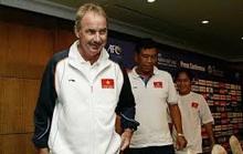 Bóng đá Việt tiễn biệt HLV Alfred Riedl