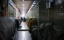 Tiểu thương chợ Ninh Hiệp đóng cửa để né khi quản lý thị trường truy quét hàng nhái