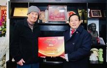 Mai Vàng nhân ái thăm nhạc sĩ Phạm Tuyên trước sinh nhật tuổi 91