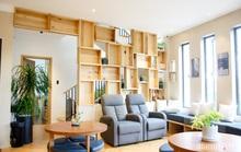 Căn nhà thôi miên bằng nội thất gỗ tự nhiên cùng phong cách tối giản của chàng trai Đà Lạt