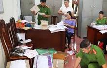 Viên chức một trung tâm thuộc Bộ TN-MT và 6 người khác bị khởi tố