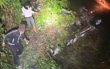 Ôtô lao xuống suối, 2 người chết, 4 người bị thương