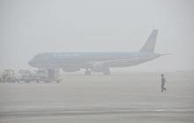Hàng loạt máy bay không thể hạ cánh xuống sân bay Nội Bài do sương mù dày đặc