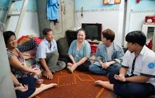 Huỳnh Lập đi làm ở Miếu Nổi, giúp người cha già nuôi vợ con tật nguyền