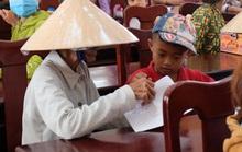 Hơn 200 suất học bổng được trao cho con em gia đình chính sách