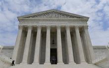 Tòa án tối cao kết thúc vụ kiện cựu tổng thống Trump thu lợi bất hợp pháp
