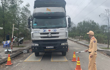 Cận Tết, hàng loạt xe chở quá tải bị phạt nặng