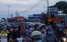 Xe cộ nối nhau đổ về TP HCM sau kỳ nghỉ Tết Dương lịch, nhiều nơi ùn ứ