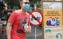 TP HCM: Ông đồ, tiểu thương, người dân đi chơi Tết... đều đeo khẩu trang phòng dịch