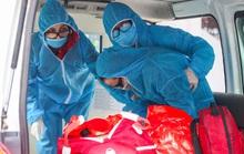 CLIP: Đưa bố mẹ bệnh nhân mắc Covid-19 ở Hà Nội đi cách ly tập trung