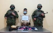 Bắt người từ Lào đưa 10.000 viên ma túy qua biên giới Việt Nam