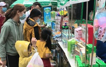 """Công nhân mua sắm """"thả ga"""" tại Phiên chợ 0 đồng"""