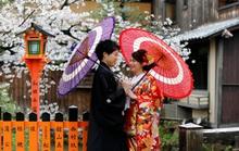 Nhật Bản cậy nhờ bà mối khác thường