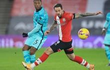 Trắng tay trước Southampton, Liverpool chỉ trích trọng tài và... Man United