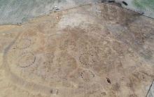 Xây nhà, đào được 17 ngôi nhà cổ và kho trang sức quý 2.000 tuổi