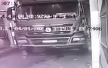 Chui vào gầm xe ben kiểm tra sự cố, tài xế bị cán qua người tử vong