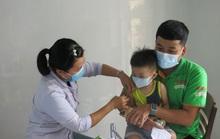 Phớt lờ quy định đeo khẩu trang, 3 nhân viên y tế bị phạt 6 triệu đồng