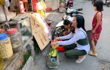 Clip: Vân Trang lang thang bán cá bóng hàng rong giúp đỡ gia đình chài lưới vô gia cư
