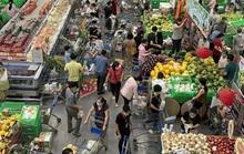 Ngày 29 Tết: Chợ, siêu thị đông bất ngờ, hàng tuyển giá rẻ bằng nửa Tết năm ngoái!