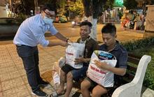 Tết ấm cho người vô gia cư ngoài đường phố Nha Trang