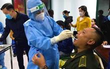 Lấy mẫu xét nghiệm SARS-CoV-2 hơn 170 cán bộ, nhân viên Cảng hàng không Đồng Hới