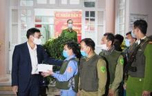 Chủ tịch UBND TP Đà Nẵng thăm công nhân bãi rác, lực lượng tuần tra đêm trước giao thừa