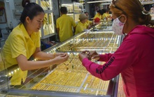 Giá vàng hôm nay 11-2: Tiếp tục tăng mạnh, USD còn suy yếu