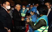 Tổng Bí thư, Chủ tịch nước chúc Tết người dân Hà Nội bên Tượng đài Lý Thái Tổ