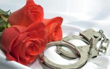Cảnh sát Mỹ khuyến mãi Valentine: Cặp vòng bạch kim phiên bản giới hạn!