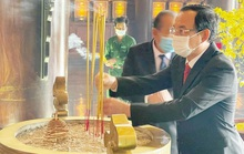 Bí thư Thành ủy Nguyễn Văn Nên dâng hương nhân ngày họp mặt truyền thống cách mạng
