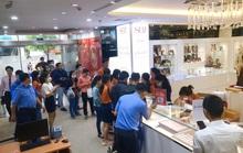 Nhẫn trơn, vàng trang sức tăng giá, khách vẫn rủ nhau  mua trước ngày Thần Tài