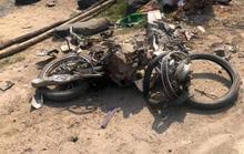 Va chạm ôtô  đầu kéo, người phụ nữ tử vong tại chỗ, xe máy bị cán nát vụn