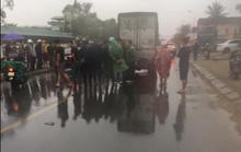 Va chạm với xe tải trước cổng bệnh viện, 2 thanh niên thương vong