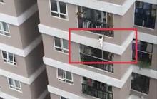 Nam thanh niên đỡ bé gái 3 tuổi rơi từ lan can tầng 12A chung cư