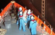 Nửa đêm cứu nạn thuyền viên nước ngoài trên vùng biển Việt Nam