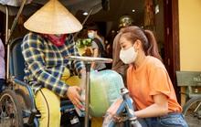 Clip Hoa hậu Khánh Vân tặng quà cho người dân khó khăn dịp Tết Tân Sửu