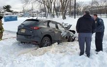 Kẹt trong tuyết, người đàn ông bị chết cháy trong xe