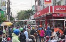 TP HCM: Cận cảnh phong tỏa nhiều khu dân cư liên quan 4 ca Covid-19 ở Tân Sơn Nhất
