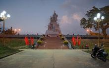 Huyện nghèo miền núi hoàn thành công trình tượng đài 48 tỉ đồng