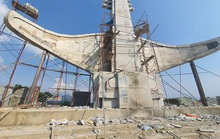 Đua nhau xây công trình tượng đài khủng là sự lãng phí!